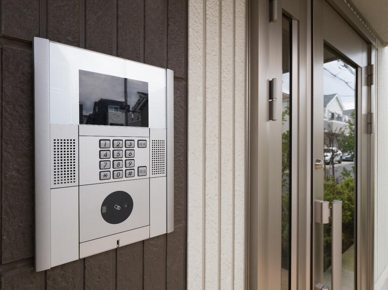 How Does a Unit Complex Intercom System Work?