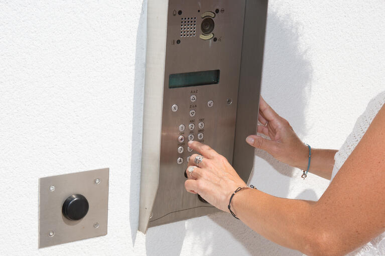 Unit Complex Intercom Systems: 4 Factors in Hardware and Installation Costs