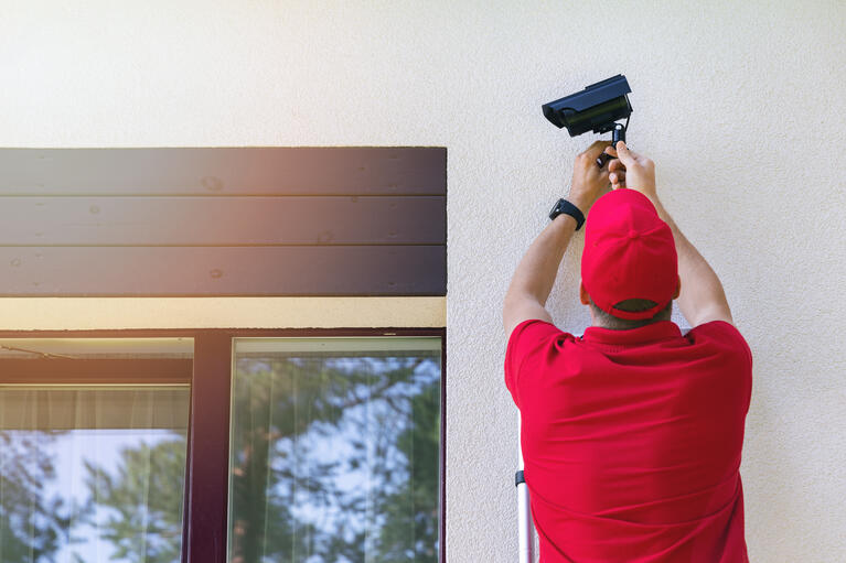 Should I Use a CCTV Installation Service?
